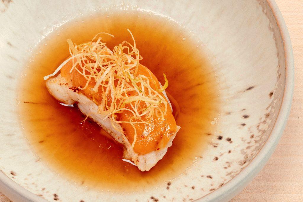 Steinbeißer – Kimchi – Apfel – Röstzwiebelsud